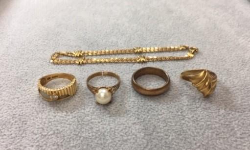 古い指輪やネックレス